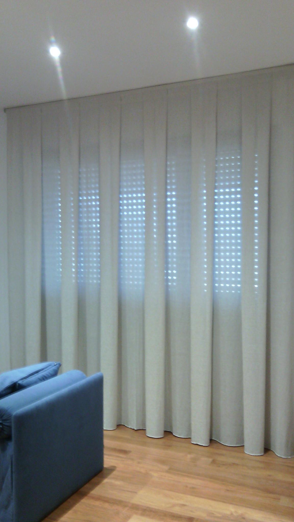 Tende a binario moderne tappezzeria longo venezia binario for Ikea binario tende